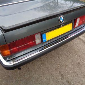 Nieuwe Bumperhoek chroom links achter BMW e30, bestuurderszijde