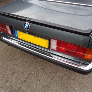 Nieuwe Bumperhoek chroom rechts achter BMW e30, passagierszijde